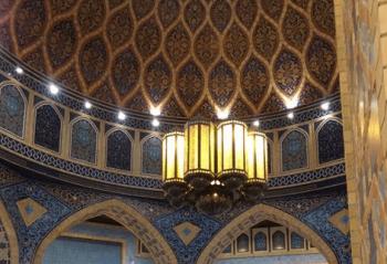 スタバドバイモール店の豪華な店内の天井画像