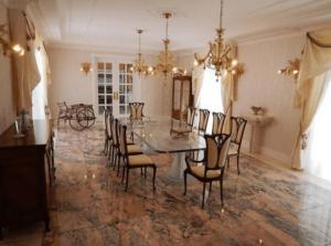 駒込の47億5千万円豪邸のダイニングルームの内装画像