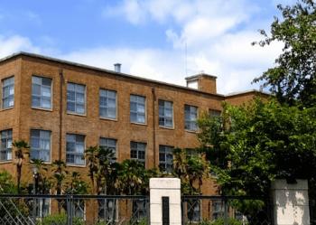 京都工芸繊維大学の校舎の画像