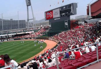 マツダスタジアムの外野指定席からの景色の画像