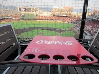 マツダスタジアムのテラスシートのテーブル画像