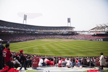 マツダスタジアムの外野席からの風景画像